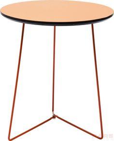 Bijzettafel Juno Orange is een bescheiden tafel in een blitse kleur en komt uit de collectie van Kare Design. U kunt deze tafel bestellen op Furnies.nl!