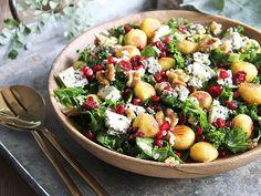Julig sallad med blåmögelost   Recept från Köket.se Pasta Salad, Cobb Salad, Potato Salad, Food And Drink, Vegetarian, Ethnic Recipes, God, Drinks, Crab Pasta Salad