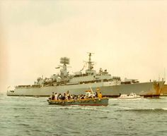 HMS Glamorgan entering Portsmouth Harbour Jun. 10 1982 Bonnie And Clyde Death, Portsmouth Harbour, Senior Services, Navy Day, Falklands War, History Online, Royal Marines, Navy Ships, Historical Pictures