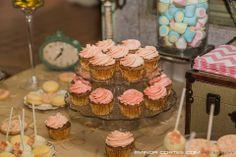 Mesa de dulces con artículos de Alquibodas! Boda Vintage. https://www.facebook.com/Alquibodas
