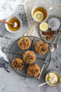 Delicious breakfast muffins with pecans and apple | via @annabanana.co