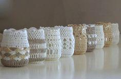 idea de decoración con tarros de cristal y crochet