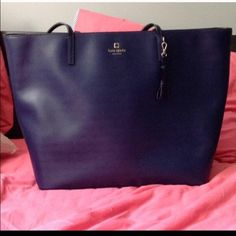 Kate Spade Street Alair Tote Huge tote! Used a couple times only! Fits my textbooks and notebook and everything! NO TRADES kate spade Bags Totes