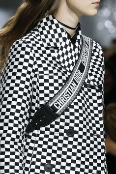 See detail photos for Christian Dior Spring 2018 Ready-to-Wear collection.