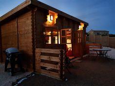 ALTO - originálna chata zo severských drevín! Od WoodSK Cabin, House Styles, Outdoor Decor, Home Decor, Decoration Home, Room Decor, Cabins, Cottage, Home Interior Design