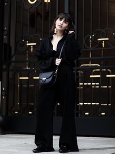 How to make all-black looks work: Mango Statement Earring, Gucci Princetown Slipper and Celine bag lookalike by Camelia Roma. More on ANAISANAIS.de