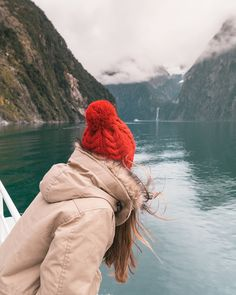 12 Must See Places On The South Island Of New Zealand - Renee Roaming New Zealand Itinerary, New Zealand Travel Guide, Kayak Pictures, Nz South Island, Marlborough Sounds, Lake Wanaka, Pool Picture, Milford Sound, Adventure Is Out There