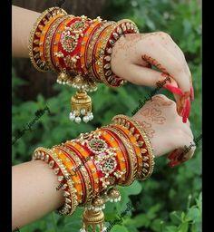 Indian Bridal Jewelry Sets, Vintage Wedding Jewelry, Bridal Bangles, Antique Jewellery Designs, Fancy Jewellery, Stylish Jewelry, Thread Bangles Design, Gold Bangles Design, Jewelry Design Earrings