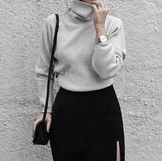 look minimaliste et élégant avec cette jupe noire et ce pull col roulé femme