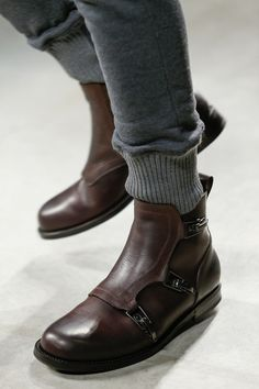 Nice boots! want tho sweats too ! // Bottega Veneta details - Fall 2014 Menswear Collection