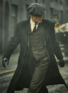 Cillian Murphy as Tommy Shelby in 'Peaky Blinders' Mode Vintage, Vintage Men, Fashion Vintage, Fashion 1920s, Wedding Vintage, Trendy Fashion, Mens 20s Fashion, Classy Mens Fashion, Retro Fashion