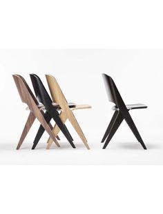 Poiat Lavitta Chair är en nätt stol i formpressad och fanérad plywood. Finns i fem olika utföranden. Köp den hos Selected Pieces by Lindelöf!