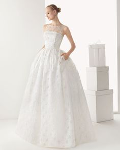 Beautifil 1950s style wedding dress from Rosa Clara