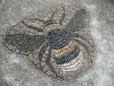 Stone bee mosaic by Arabella Lennox-Boyd at Gresgarth Hall, Lancashire, UK | Photo Sue McLoughlin