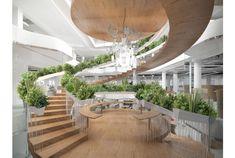 街中のオフィスビル。殺風景な内装ではなく、やっぱり自然を生かしたデザインを反映させたいですよね。イギリスのデザイナーPaul C...