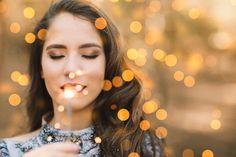 Ensaio de 15 anos da Sara. www.rafaelohana.com #ensaiode15anos #15anos #fotografodebrasilia #fotografo #fotografia #retrato #portrait #girlportrait #sparklers #sparkles #menina #15th #fire #love #teen #beauty #festade15anos #bokeh