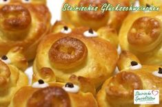 Glücksschweinchen für Silvester - Rezept Onion Rings, Doughnut, Baked Potato, Sausage, Food And Drink, Meat, Baking, Ethnic Recipes, Desserts