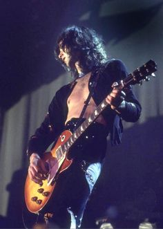 Led Zeppelin: Jimmy Page, Detroit, January 1975 Jimmy Page, Robert Plant, Great Bands, Cool Bands, Arte Led Zeppelin, Hard Rock, Heavy Metal, El Rock And Roll, Rock Y Metal