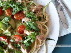 De courgette makreel salade is met die subtiele courgette, zachte sterk smakende makreel en de romige avocado-dressing een bijzonder smakelijke combinatie.