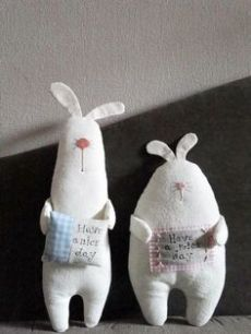 a pair of handmade rabbit dolls / soft sculpture Easter Crafts, Felt Crafts, Fabric Crafts, Sewing Crafts, Kids Crafts, Sewing Projects, Softies, Fabric Toys, Toy Art