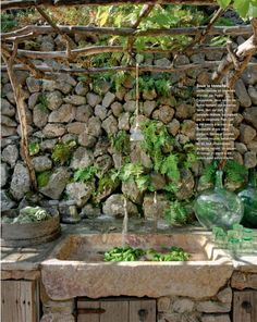 outdoor kitchen, love the stone and trellis roofing -Stone sink Cote Sud magazine Outdoor Sinks, Outdoor Rooms, Outdoor Gardens, Outdoor Living, Outdoor Bathrooms, Dream Bathrooms, Garden Sink, Garden Water, Rustic Bathroom Designs