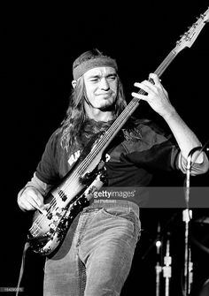 Jaco Pastorius performs with Joni Mitchell at the Civic Auditorium in San Francisco, California in September Get premium, high resolution news photos at Getty Images Jazz Artists, Jazz Musicians, Music Artists, Jazz Guitar, Music Guitar, Rock N Roll, Jaco Pastorius, Robert Trujillo, Music Pics