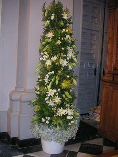 Columna de flores para grandes espacios.