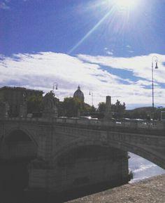 San Pietro ☀🌉 #pontedegliangeli #rome #italy #sanpietro #sun #city #citylover #tevere #lungotever #sunset