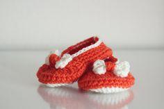 Crochet booties. Girl booties. Newborn booties. Booties with bow. Handmade booties. Baby girl slippers. Orange booties. Newborn shoes.