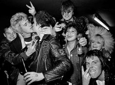 gay n' punk since Subcultura Punk, Punk Boy, 70s Punk, Marc Bolan, Glam Rock, Lady Gaga, Moda Disco, 80s Rock Fashion, Punk Outfits