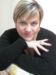 Nossa Mulher Destaque deste mês é nossa querida Mariza Filla, Mulher Guerreira, com talentosa sabedoria e beleza. Destacando-se  em nosso Jardim da Revista Rede Mulher.  Na íntegra no site: www.revistaredemulher.com.br