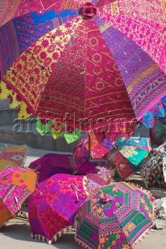 India - Rainbow Umbrellas --no credit for photo shown-- **beautiful** Umbrellas Parasols, Colorful Umbrellas, India Decor, Tout Rose, Under My Umbrella, We Are The World, World Of Color, Over The Rainbow, Belle Photo