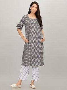 Grey Cotton Ikat Kurta Indian Designer Outfits, Indian Outfits, Designer Dresses, Ikkat Dresses, Tailoring Techniques, Ladies Fancy Dress, Dress Neck Designs, Salwar Designs, Indian Ethnic Wear