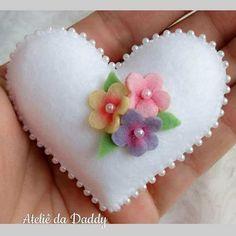 Best 11 Felt Heart Brooch / Springtime Pin by Beedeebabee on Etsy – SkillOfKing. Felt Crafts Patterns, Felt Crafts Diy, Felt Diy, Sewing Crafts, Sewing Toys, Sewing Projects, Felt Embroidery, Felt Applique, Felt Flowers