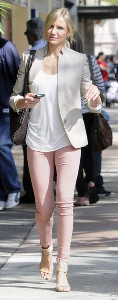 Who made Cameron Diaz's nude blazer, jewelry, skinny jeans, and woven bag?