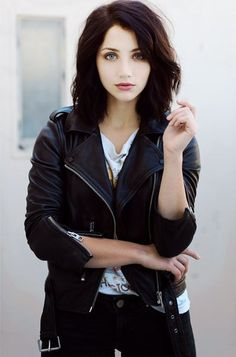 (Emily Rudd) Inspiration: The Dreamer. Raiven: Black hair, green eyes