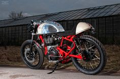 Royal Enfield Cafe Racer by T-Factor Bikes - Moto Rivista