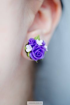 Handmade purple earrings, Violet floral studs for bridal Rose earrings for purple wedding style Made of polymer clay in the main 2018 color of Pantone system The size of studs is about 1,6 cm (5/8 inch) Alloy metal in bronze color I also can make on sterling silver, just message me (+$4 to the current price) Not fragile