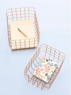 Office desk accessories including weekly desk planners and desk accessories such as gold bulldog clips, giant safety pins and oversized paper clips. Copper Wire Basket, Wire Baskets, My New Room, My Room, Gadget, Rose Gold Decor, Cute School Supplies, Office Supplies, Cute Stationary