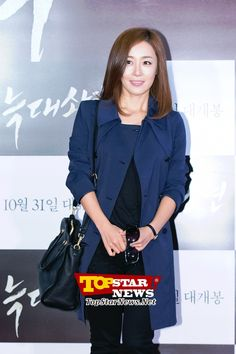Mun Jung Hee, 'Offering a modest greeting' …VIP premiere of movie 'Wolf Boy' [KSTAR PHOTO]
