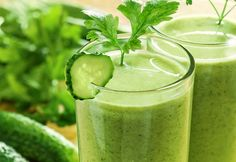Super Green Juice/Smoothie-i hate that the word detox is in the title. you should consume this for health purposes on a regular basis. not to detox over 3 days. the nutrition from this drink alone, everyday. Dietas Detox, Detox Kur, 3 Day Detox, Smoothie Detox, Detox Plan, Juice Smoothie, Juice 2, Apple Juice, Detox Tips