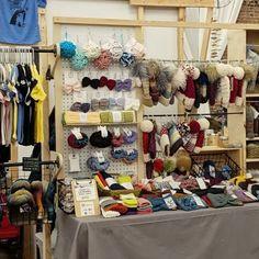 Craft Booth Displays, Display Ideas, Vintage Booth Display, Booth Ideas, Flea Market Displays, Vendor Displays, Craft Booths, Retail Displays, Bath