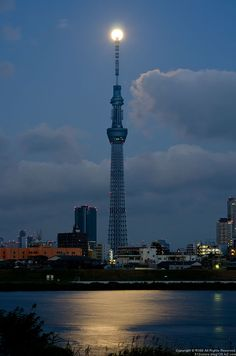 Tokyo Sky Tree and Moon Great Pictures, Beautiful Pictures, Wonderful Places, Beautiful Places, Places To Travel, Places To Go, Id Photo, Tokyo Skytree, Japanese Architecture