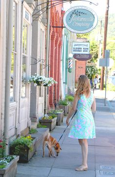 visiting Jacksonville Oregon -  travel in a Lilly dress