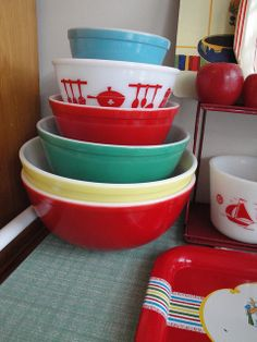 green dot pyrex | Rainbow Pyrex Bowls, Hurray!