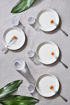Classic white Teema plates accompanied with Ultima Thule glasswear and Citterio cutlery. Interior Ideas, Interior Decorating, A Table, Dining Table, Modern Dinnerware, Table Setting Inspiration, Plates And Bowls, Nordic Design, Lounge Areas