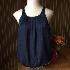 Old Navy Sleeveless Balloon Tank Top L BEAUTIFUL Old Navy Sleeveless Balloon Tank Top L, perfect for work and can be worn comfortable with a pants suit or a pencil skirt, NAVY BLUE RETAIL $29 Old Navy Tops Tank Tops