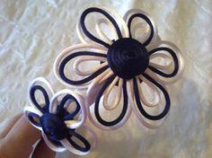 diadema de flores de cola de ratón y fieltro.  raso cosido y pegado