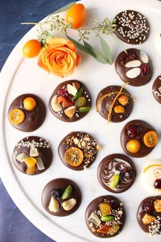 Homemade Chocolate Coins - My Fair Hostess Chocolate Coins, Chocolate Treats, Homemade Chocolate, Dried Mangoes, Dried Blueberries, Sliced Almonds, Noel Christmas, How To Make Homemade, How To Make Chocolate
