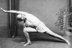 1970: T. Krishnamacharya practicing yoga (vintage yoga photo) ...... #vintageyoga #yogahistory #yoga #yogainspiration #1970s #Krishnamacharya #india